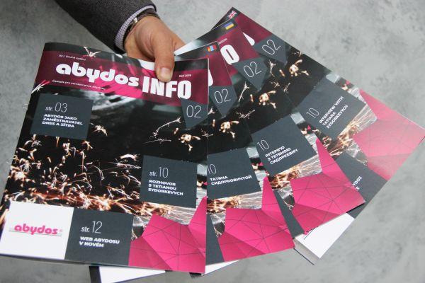 Abydos vydává časopis v několika jazycích